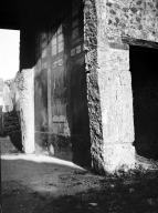 231362 Bestand-D-DAI-ROM-W.1162.jpg VI.7.23 Pompeii. W.1162. South wall of tablinum, looking east towards atrium and steps in south-east corner.  Photo by Tatiana Warscher. Photo © Deutsches Archäologisches Institut, Abteilung Rom, Arkiv.  See http://arachne.uni-koeln.de/item/marbilderbestand/231362