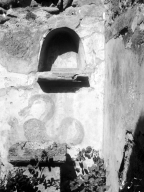 231367 Bestand-D-DAI-ROM-W.1176.jpg VI.7.23 Pompeii. W.1176. Kitchen, north wall with niche and painting of serpent. Photo by Tatiana Warscher. Photo © Deutsches Archäologisches Institut, Abteilung Rom, Arkiv. See http://arachne.uni-koeln.de/item/marbilderbestand/231367