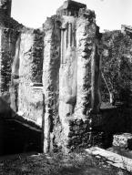 231114 Bestand-D-DAI-ROM-W.1180.jpg VI.7.23 Pompeii. W.1180. Looking north-west to doorway on opposite side of corridor leading to garden area. The room has a window with a marble window sill overlooking the garden. Photo by Tatiana Warscher. Photo © Deutsches Archäologisches Institut, Abteilung Rom, Arkiv. See http://arachne.uni-koeln.de/item/marbilderbestand/231114