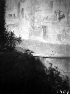 231118 Bestand-D-DAI-ROM-W.1193.jpg VI.7.23 Pompeii. W.1193. Detail from painted south wall of bedroom, with sacred tree, in centre. Photo by Tatiana Warscher. Photo © Deutsches Archäologisches Institut, Abteilung Rom, Arkiv. See http://arachne.uni-koeln.de/item/marbilderbestand/231118