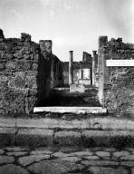 VI.7.20 Pompeii. W.1218. Entrance doorway. Photo by Tatiana Warscher. Photo © Deutsches Archäologisches Institut, Abteilung Rom, Arkiv.