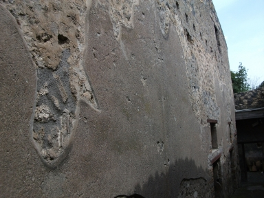 I.10.14. I.10.4 Pompeii. May 2010. North wall of passage P.