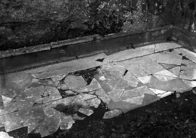 230943 Bestand-D-DAI-ROM-W.1181.jpg VI.7.23 Pompeii. W.1181. North-east corner of opus sectile flooring, with pieces of square and triangular marble. The plinth was faced with rectangular slabs of marble. Photo by Tatiana Warscher. Photo © Deutsches Archäologisches Institut, Abteilung Rom, Arkiv. See http://arachne.uni-koeln.de/item/marbilderbestand/230943