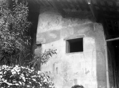 230773 Bestand-D-DAI-ROM-W.1190.jpg VI.7.23 Pompeii. W.1190. South wall of cubiculum with square window in painted wall. Photo by Tatiana Warscher. Photo © Deutsches Archäologisches Institut, Abteilung Rom, Arkiv. See http://arachne.uni-koeln.de/item/marbilderbestand/230773