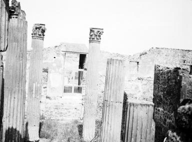 VI.7.21 Pompeii. W.1215. Looking east across atrium towards entrance doorway, across Via di Mercurio to doorway to VI.9.2. Photo by Tatiana Warscher. Photo © Deutsches Archäologisches Institut, Abteilung Rom, Arkiv.