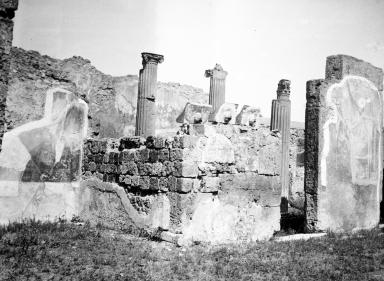 VI.7.20 Pompeii. W.1220.  Ala on north side of atrium, on left, and north wall of atrium, on right. Photo by Tatiana Warscher. Photo © Deutsches Archäologisches Institut, Abteilung Rom, Arkiv.