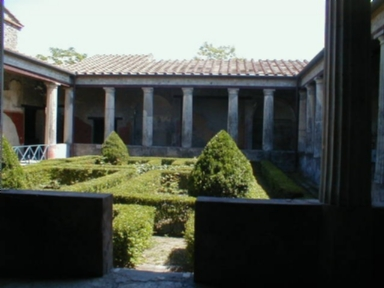I.10.4  Pompeii. May 2004. Peristyle garden looking south.