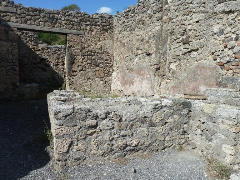 V.2.13 Pompeii. September 2015. Podium or bar-counter.