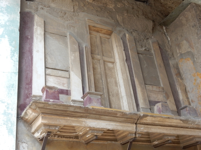 VI.12.2 Pompeii. May 2015. Entrance fauces, upper east wall with shelf and faĤade with small columns.  Photo courtesy of Buzz Ferebee.