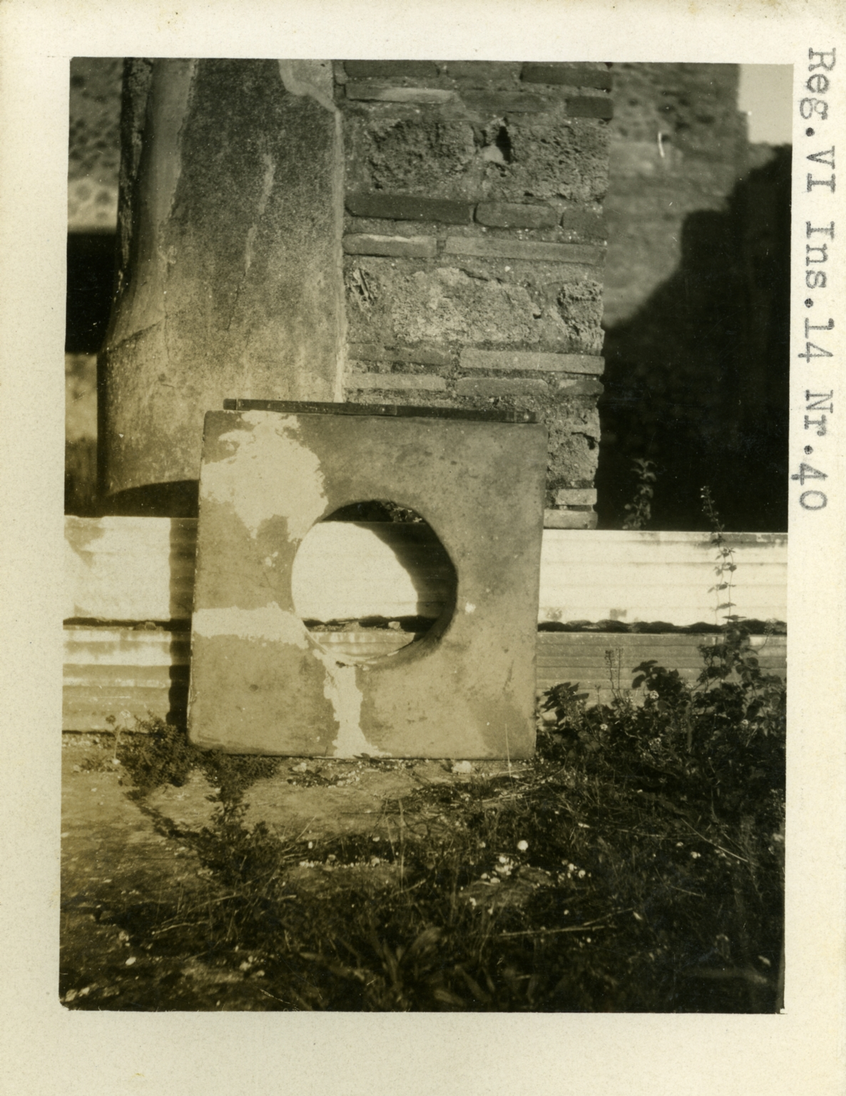VI.14.40 Pompeii. 1937-39. Items. Photo courtesy of American Academy in Rome, Photographic Archive. Warsher collection no. 1267