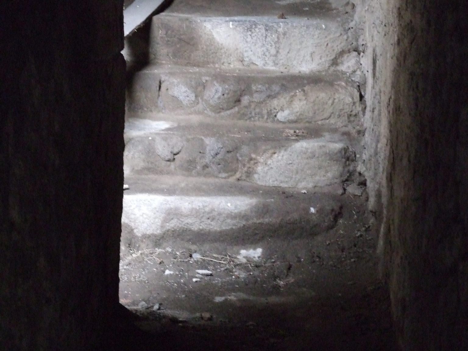 II.6 Pompeii. December 2006. Steps in tunnel leading from arena floor to outside the Amphitheatre.