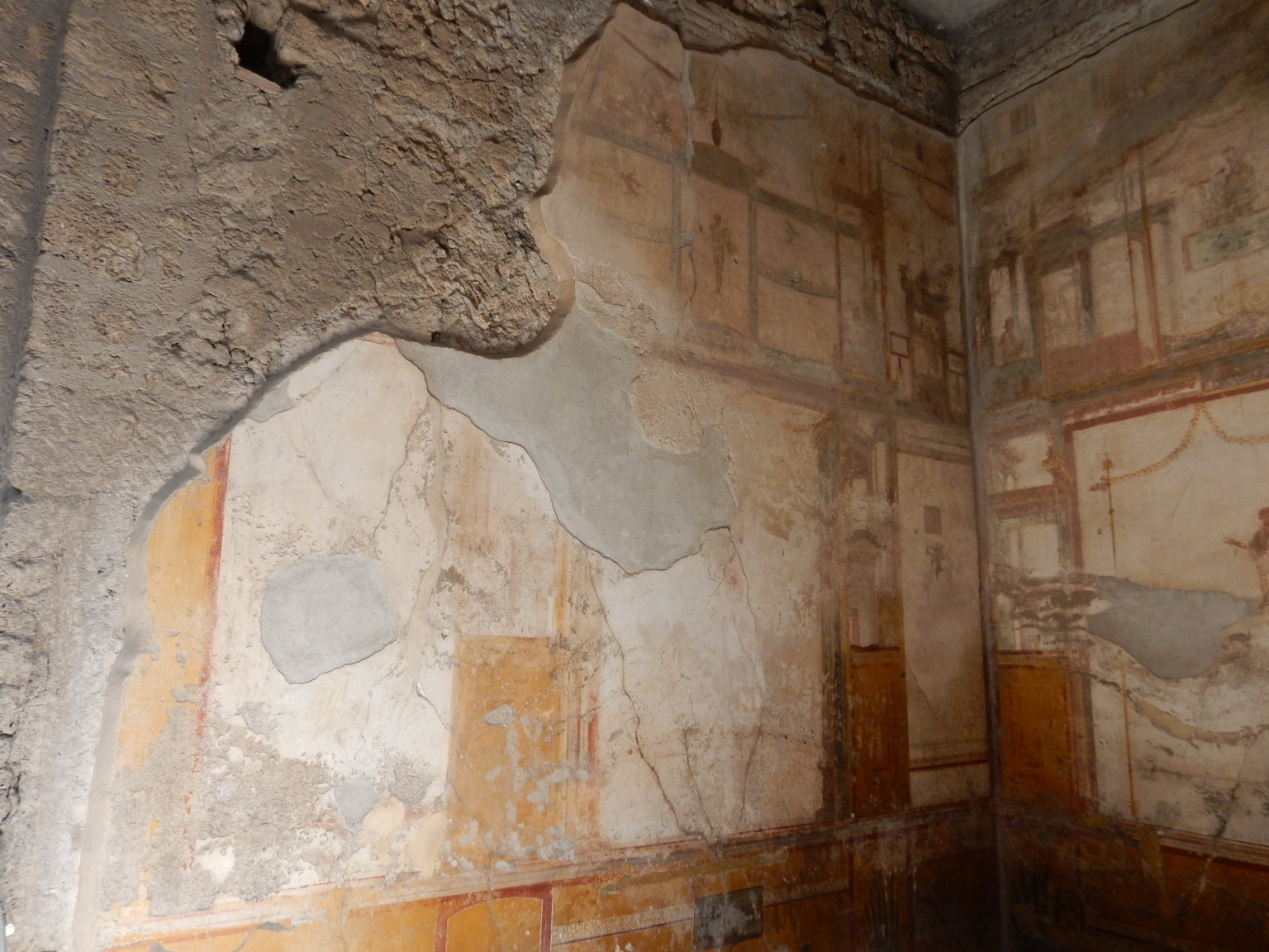 VI.8.23 Pompeii. May 2017. West wall of north ala. Photo courtesy of Buzz Ferebee.
