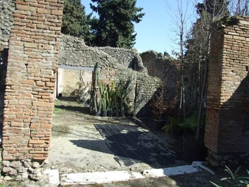 VIII.5.16 Pompeii.  March 2009.  Looking east into Room 5, Vestibule